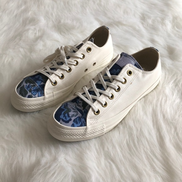 d44fbef81c76  converse  low top sneakers blue floral tongue